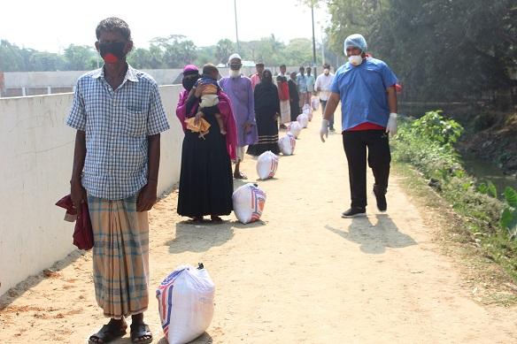 পেকুয়ার মগনামায় সরকারি ও ব্যক্তিগত উদ্যোগে ৪১'শ পরিবার পেল খাবার সামগ্রী