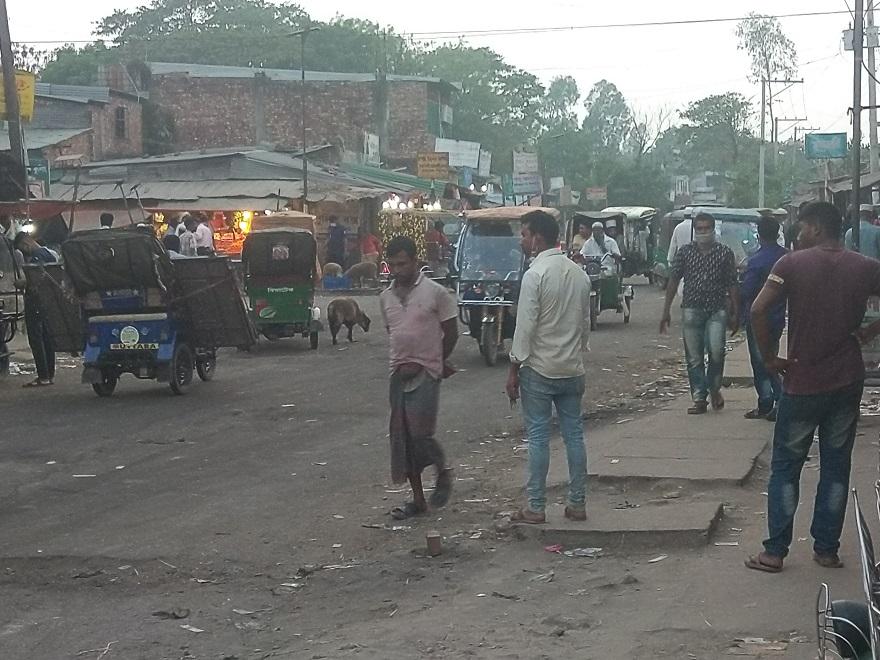 পেকুয়ায় করোনা' সতর্কতায় প্রশাসনের কঠোর নজরদারীর মধ্যেও সচেতন নয় স্থানীররা