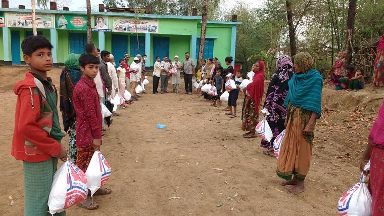 বাইশারীতে খেটে খাওয়া ৪০ পরিবারের মাঝে খাদ্য ও অর্থ সহয়তা প্রদান