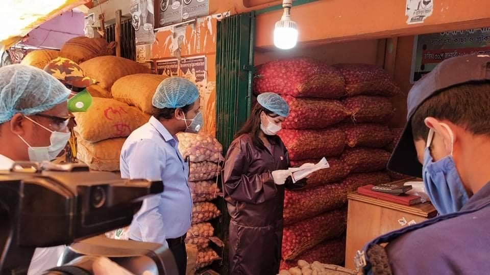 কক্সবাজারের ঈদগাঁতে রমজানের দ্রব্যমূল্য মনিটরিংয়ে মোবাইল কোর্ট : অর্ধ লক্ষ টাকা জরিমানা