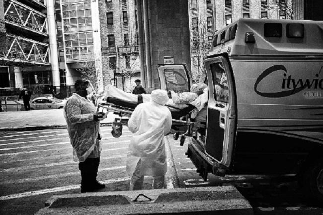 বিশ্বব্যাপী করোনায় মৃত্যু ১ লাখ ৬০ হাজার : অসহায় ট্রাম্প সরকার
