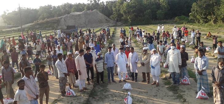 রামুতে খাদ্য সামগ্রী বিতরণকালে এমপি কমল : সরকার কর্মহীন-দরিদ্র মানুষের পাশে রয়েছে