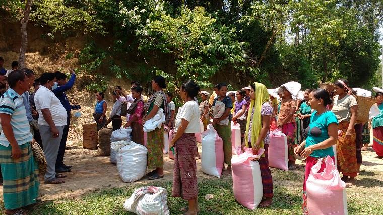 বাইশারীর উপজাতীয় পল্লী চাক পাড়ায় ১৫০ পরিবাররকে মানবিক সহায়তা প্রদান