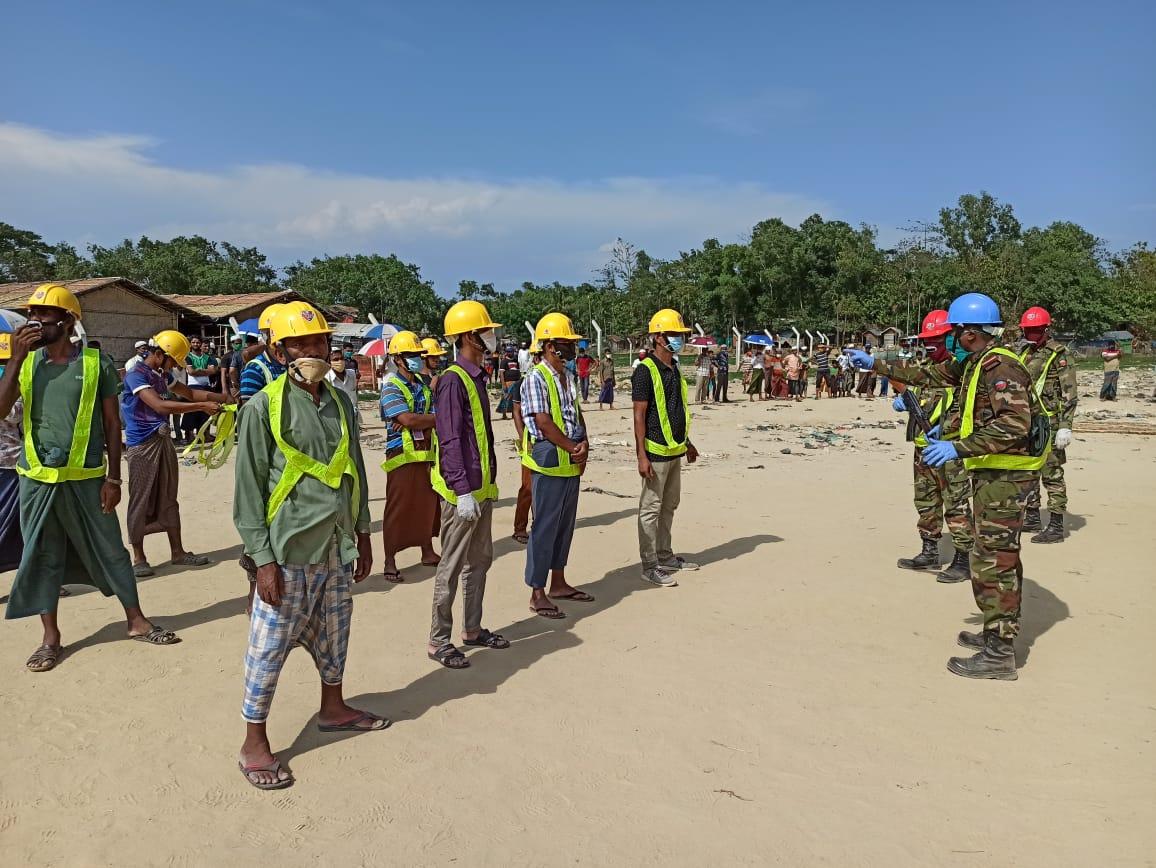 ঘূর্ণিঝড় 'আমফান' : কক্সবাজার রোহিঙ্গা ক্যাম্পে প্রস্তুত সেনাবাহিনীর ১০ হাজার ভলান্টিয়ার