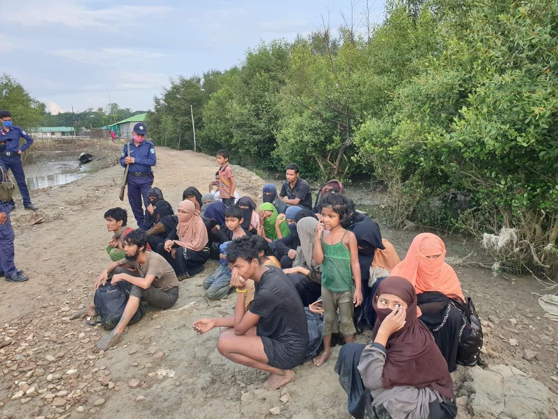 কক্সবাজারের বাঁকখালী নদীর তীর থেকে ২৭ রোহিঙ্গা উদ্ধার : পাচারকারী আটক