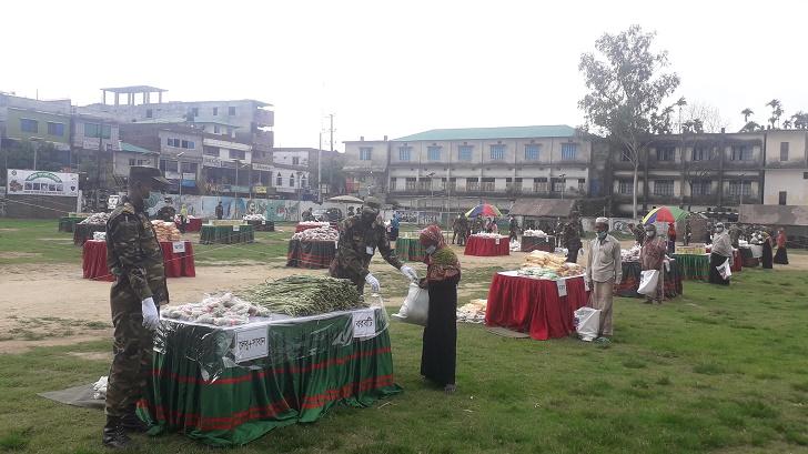 """কক্সবাজারে সাড়া জাগালো সেনাবাহিনীর ব্যতিক্রমী ৩য় """"সেনা বাজার"""""""