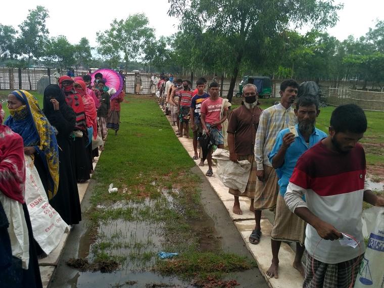 পেকুয়ায় মগনামায় ৭৪২জন জেলেকে মানবিক সহায়তায় সরকারি চাল বিলি