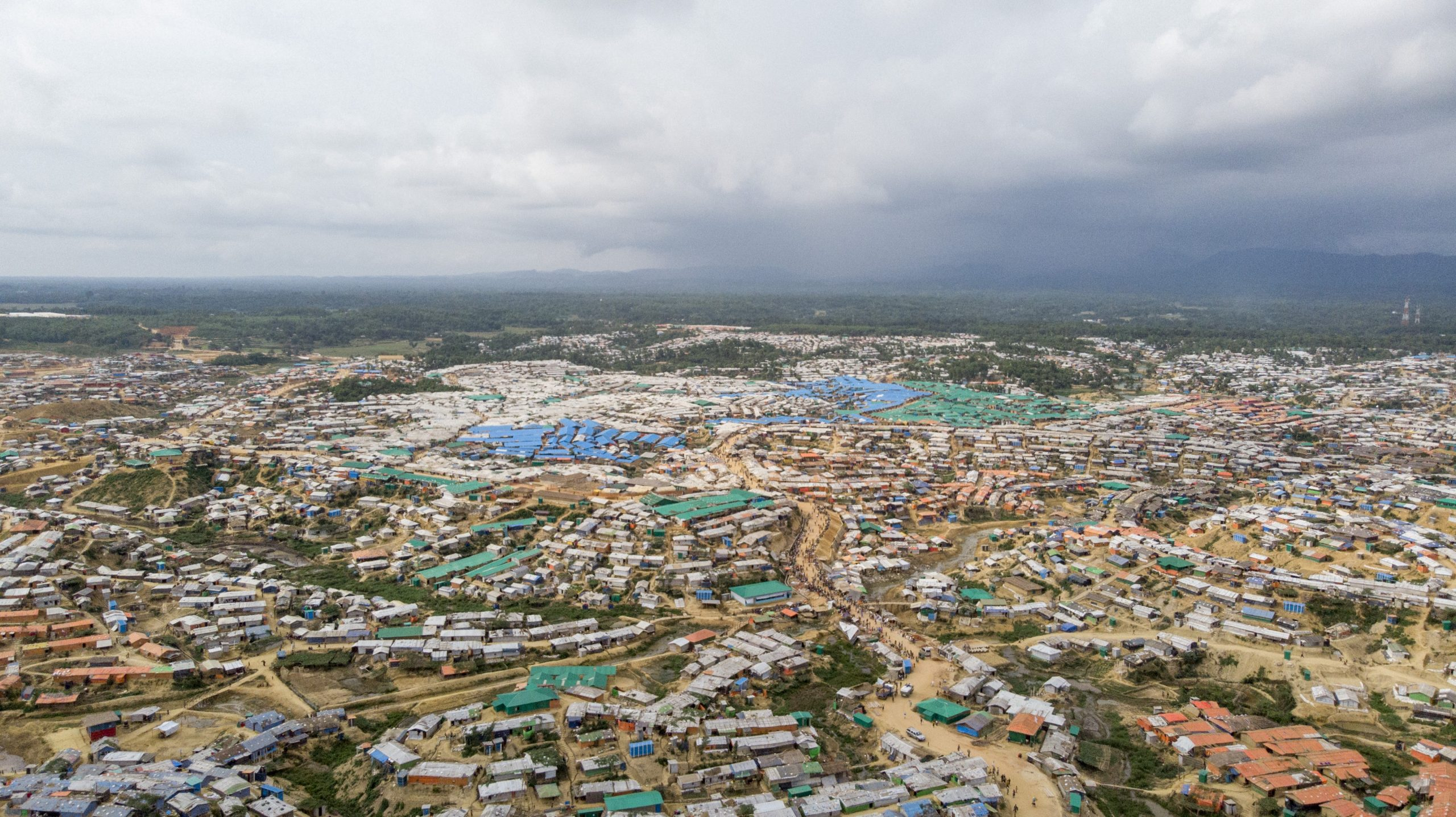 কক্সবাজারের শরনার্থী শিবির থেকে রোহিঙ্গাদের স্থানান্তরে জটিলতা শুরু