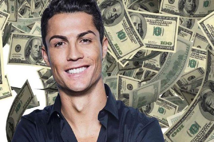 বিশ্বে প্রথম ফুটবলার হিসেবে ১ বিলিয়ন ডলার আয়ের রেকর্ড রোনালদোর