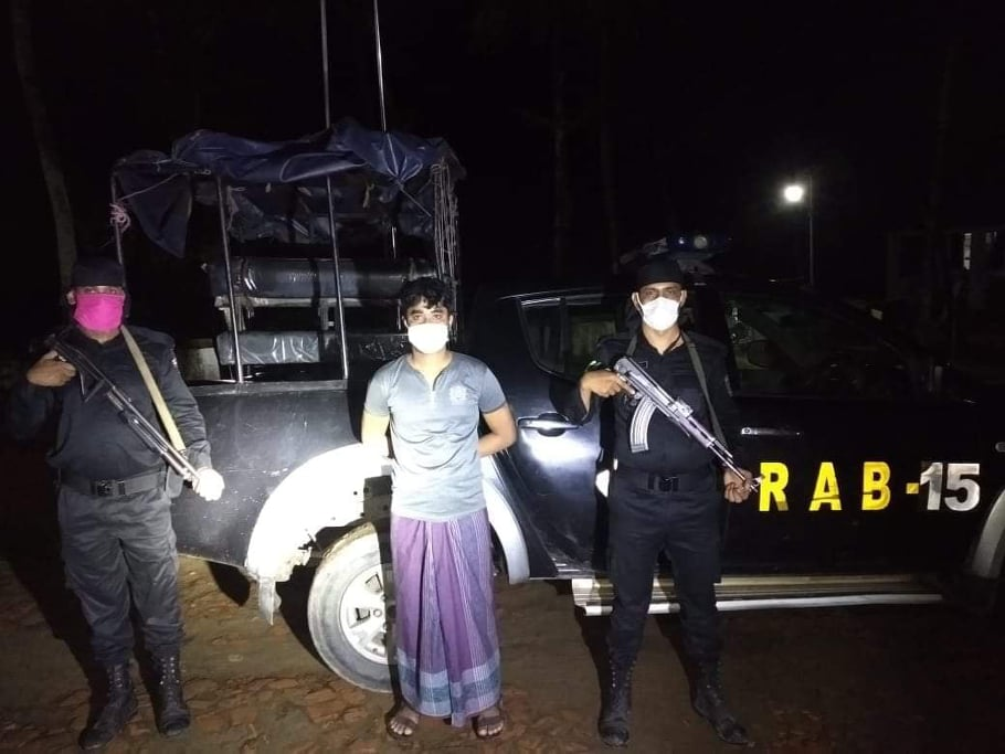 টেকনাফে র্যাবের অভিযানে ইয়াবাসহ রোহিঙ্গা আটক