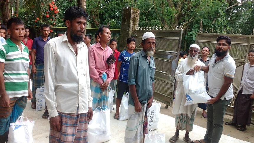 বাইশারীতে রাবার বাগান শ্রমিক ও অসহায় কর্মহীনদের মাঝে খাদ্য সামগ্রী বিতরণ