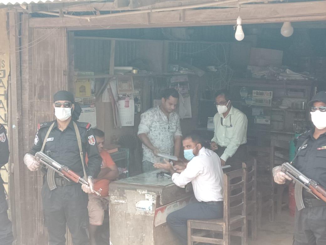 উখিয়ায় র্যাব-১৫ ও ভোক্তা অধিকার সংরক্ষণ অধিদপ্তরের অভিযানে ৯ দোকানীকে জরিমানা