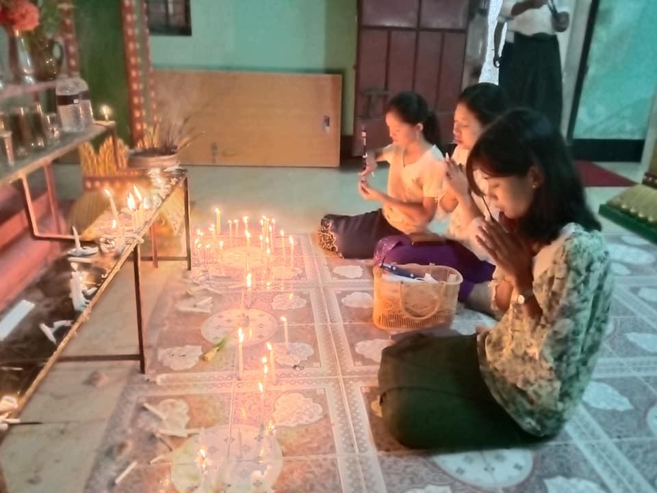 কক্সবাজারে আষাঢ়ী পূর্ণিমায় বৌদ্ধ বিহারগুলোতে পূজার্থীদের ভীড়