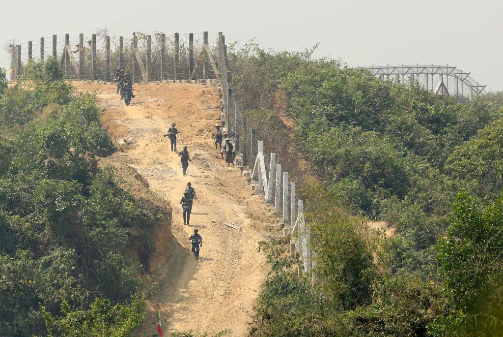 কক্সবাজারের সীমান্তবর্তী এলাকায় উদ্বেগ-উৎকণ্ঠা : বিজিবির টহল জোরদার