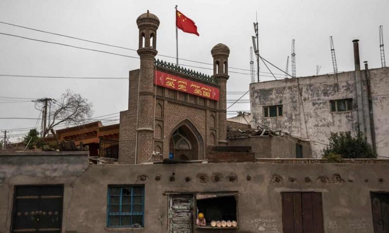 চীনে হাজার হাজার মসজিদ ধ্বংস : ১০ লক্ষ মুসলিমকে 'ধর্মত্যাগ'(ভিডিও সহ)