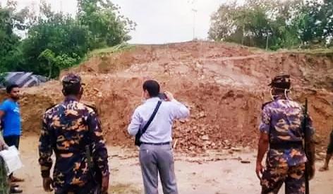 রামুর টিলাপাড়ায় প্রশাসনের অভিযান সত্বেও চলছে পাহাড় কাটা