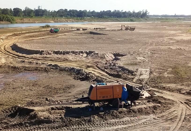 মাতামুহুরীতে চলছে বালু উত্তোলনের মহোৎসব