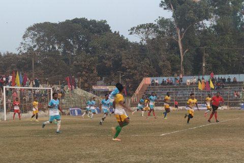 বঙ্গবন্ধু গোল্ডকাপ ফুটবল টুর্নামেন্ট : মহেশখালীকে ৩-২ গোলে হারিয়ে সেমিফাইনালে টেকনাফ