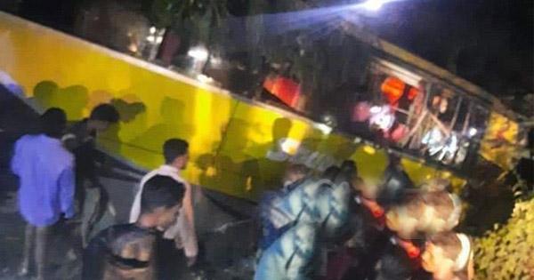 চকরিয়া বরইতলী রাস্তার মাথায় দুই বাসের সংঘর্ষে ৩ চিকিৎসকসহ আহত ২০