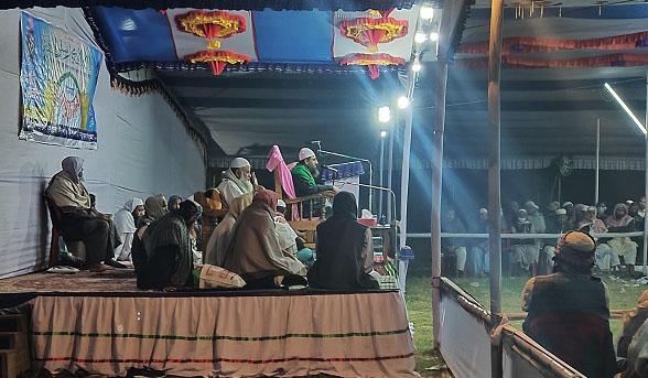 ঈদগাঁওতে ইসলামী সম্মেলনে বুখারী : ফিৎনার যুগে মাযহাব ছাড়া মুসলমানিত্ব টিকিয়ে রাখা বড় মুশকিল