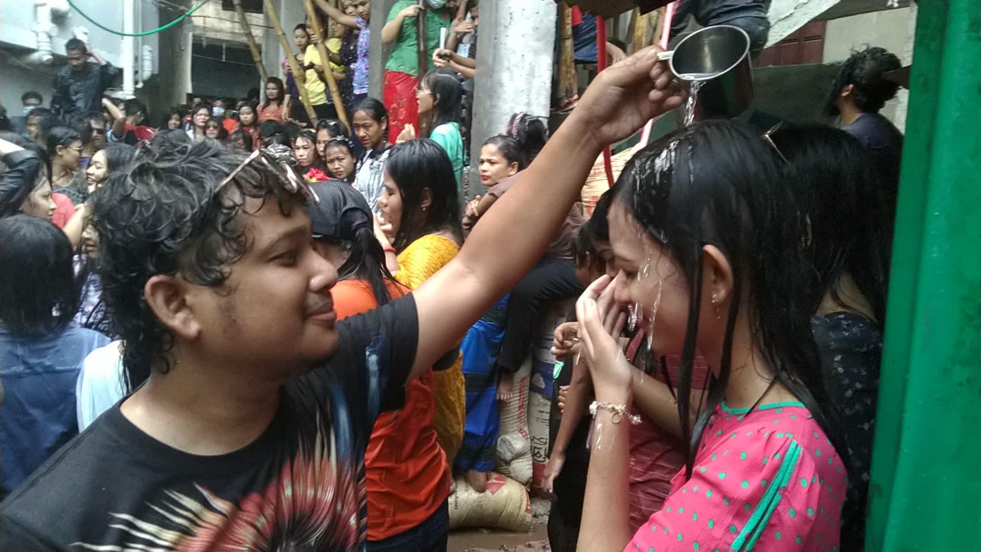 কক্সবাজার শহরে রাখাইন সম্প্রদায়ের জলকেলি' উৎসবে নেই উচ্ছ্বাস