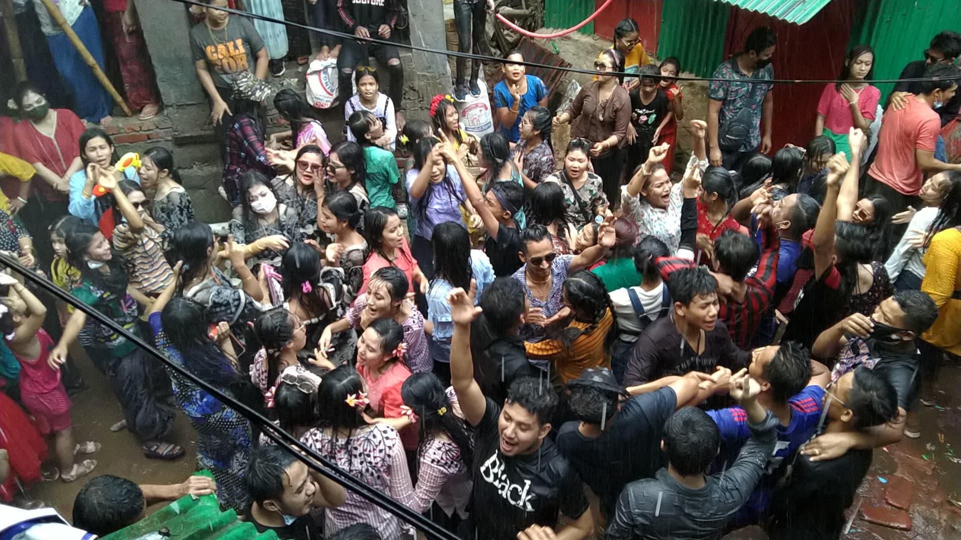 কক্সবাজারে 'জলকেলি' উৎসবের সমাপনীতে করোনা থেকে মুক্তির প্রত্যাশা