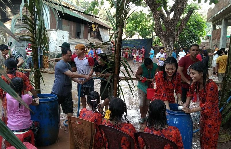 কক্সবাজার শহরে ঘরোয়া পরিবেশে রাখাইনদের তিন দিনব্যাপী 'সাংগ্রাই' উৎসব শুরু