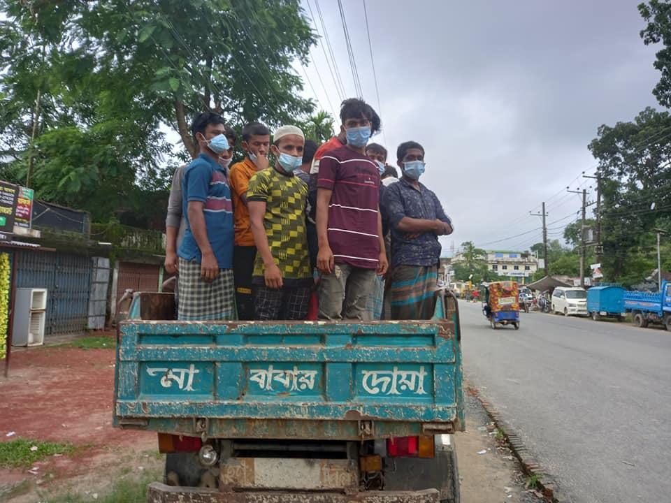 ক্যাম্প ছেড়ে পালানো আরও ৩৩ রোহিঙ্গা কক্সবাজারের রশিদ নগরে আটক