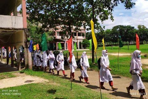 পেকুয়ায় স্বাস্থ্যবিধি মেনে শিক্ষাঙ্গনে ফিরছে শিক্ষার্থীরা