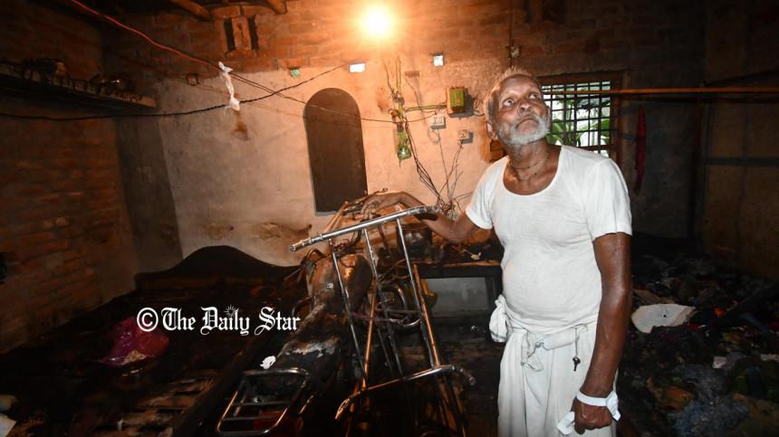 সাম্প্রদায়িক হামলা : '৪টি ঘর জ্বালিয়ে দিয়েছে, গরুটিও নিয়ে গেছে'