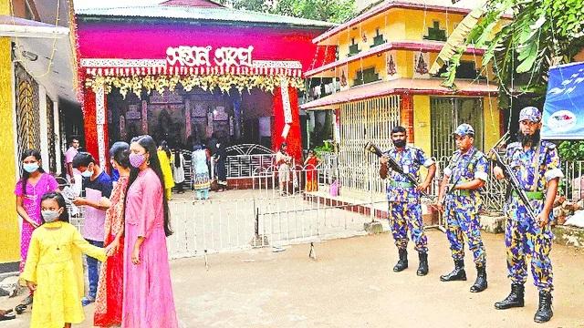 মন্দিরে হামলা,প্রতিমা ভাঙচুর ও অগ্নিসংযোগ : কঠোর অবস্থানে সরকার