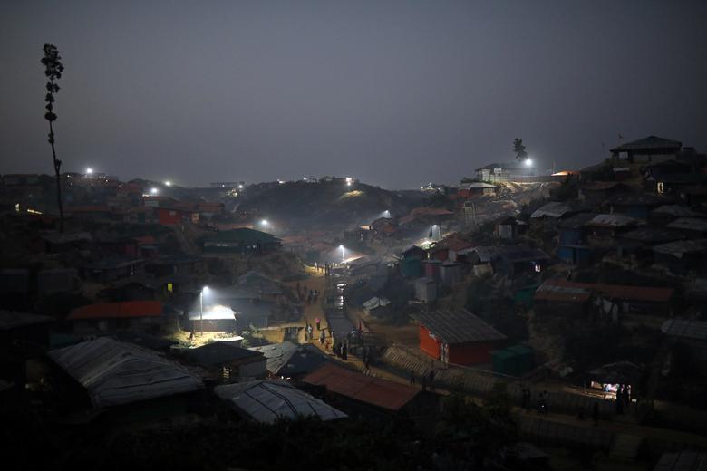 কক্সবাজারের রোহিঙ্গা ক্যাম্পে রাতের সন্ত্রাসী কার্যাকলাপ নিয়ে উদ্বেগ উৎকণ্ঠায় স্থানীয়রা