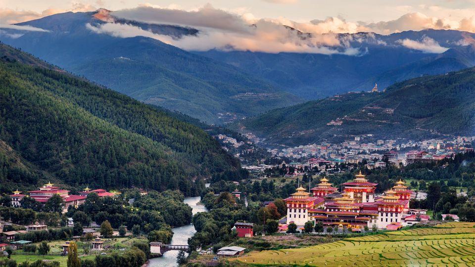 Schoolchildren-hill-Thimpu-Bhutan.jpg