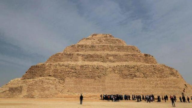 piramid-4700-est.jpg